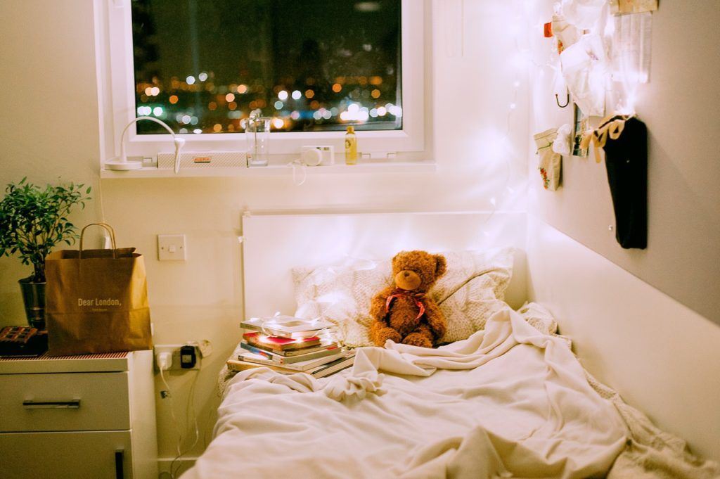 Surviving your dorm room in the cold chilly weather! --theblondelifestyle.com